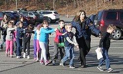 стрілянина в початковій школі США